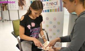 Testujeme s dětmi: Co všechno se dá dělat s kosmetickými a kreativními sadami?