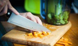 Jak vyčistit kuchyňské prkénko: Triky, které fungují na dřevěné i plastové