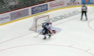 Třinec - Plzeň: Je rozhodnuto. Ondrej Kratěna uspěl proti Hrubcovi. 5:6 po nájezdech