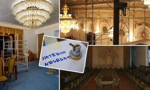 Poslanci si užívají prázdnin, za stovky tisíc jim opravují Sněmovnu. Co budou mít nové?