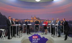 """Spor o cenu vajec, život slepic a drahotu potravin v Česku: """"Výživná"""" debata Blesku"""