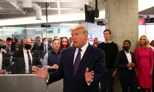 Trump ve volební den: Prezident přišel poděkovat do volebního štábu