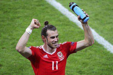 Hrdina Walesu. Gareth Bale pomohl k prvnímu místu ve skupině B třemi góly ve třech zápasech