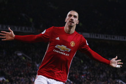 Švédský útočník Zlatan Ibrahimovic slaví jednu z branek v dresu Manchesteru United
