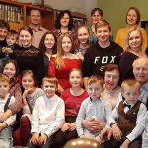 Rodina šéfa lidovců Jurečky: Rodičům pořídili už 22 vnoučat