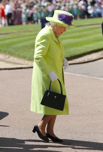 Královna Alžběta II: V barvě hrášku