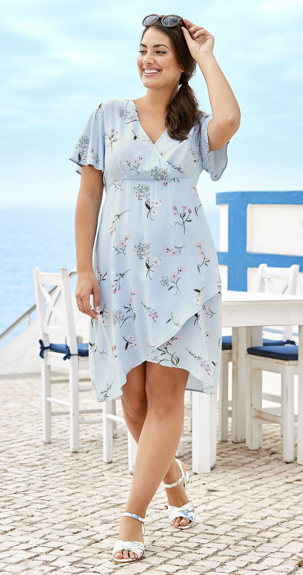 Jarní šaty pro boubelky: Tyhle si užijete až do velikosti 64