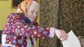 Volby ONLINE: Zeman prozradil povolební taktiku. Lídři se střídají u uren