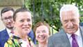 Klaus slaví 77. narozeniny. Manželka Livia ani syn nechybí, přijel i Zeman